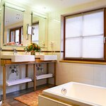 Photo of Sutie Visnitz with shower, bath, toilet