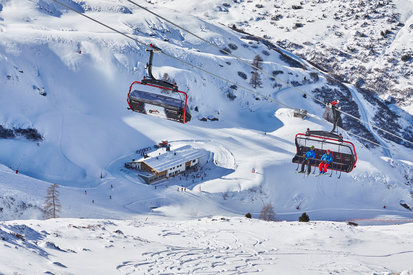 The Gampenbahn takes skiers in Ischgl in a saftey and fast way up to the mountain