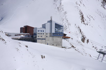 Mountain station of the cableway Twinliner Samnaun L1 in Samnaun