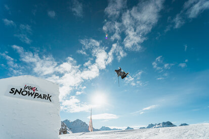 Skier have fun by making jumps in Parkarea 2 in Ischgl